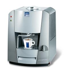 MACHINE A CAFE A CAPSULE LAVAZZA + 300 CAPSULES